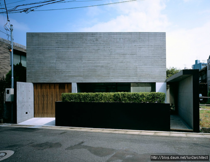 Minimalist One Storey House With Modern Art MDS Mejiro House