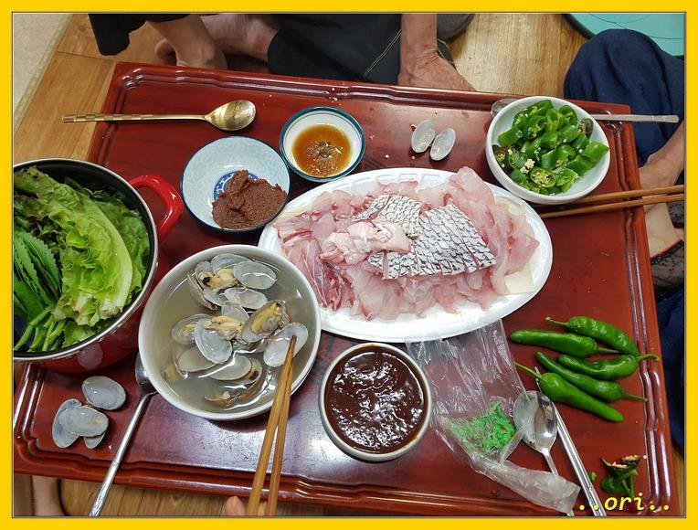 지난 여름.. 목포 부모님 집에서 맛난 민어회 한접시 & 제주 숙소에서 해먹은 잔치국수...