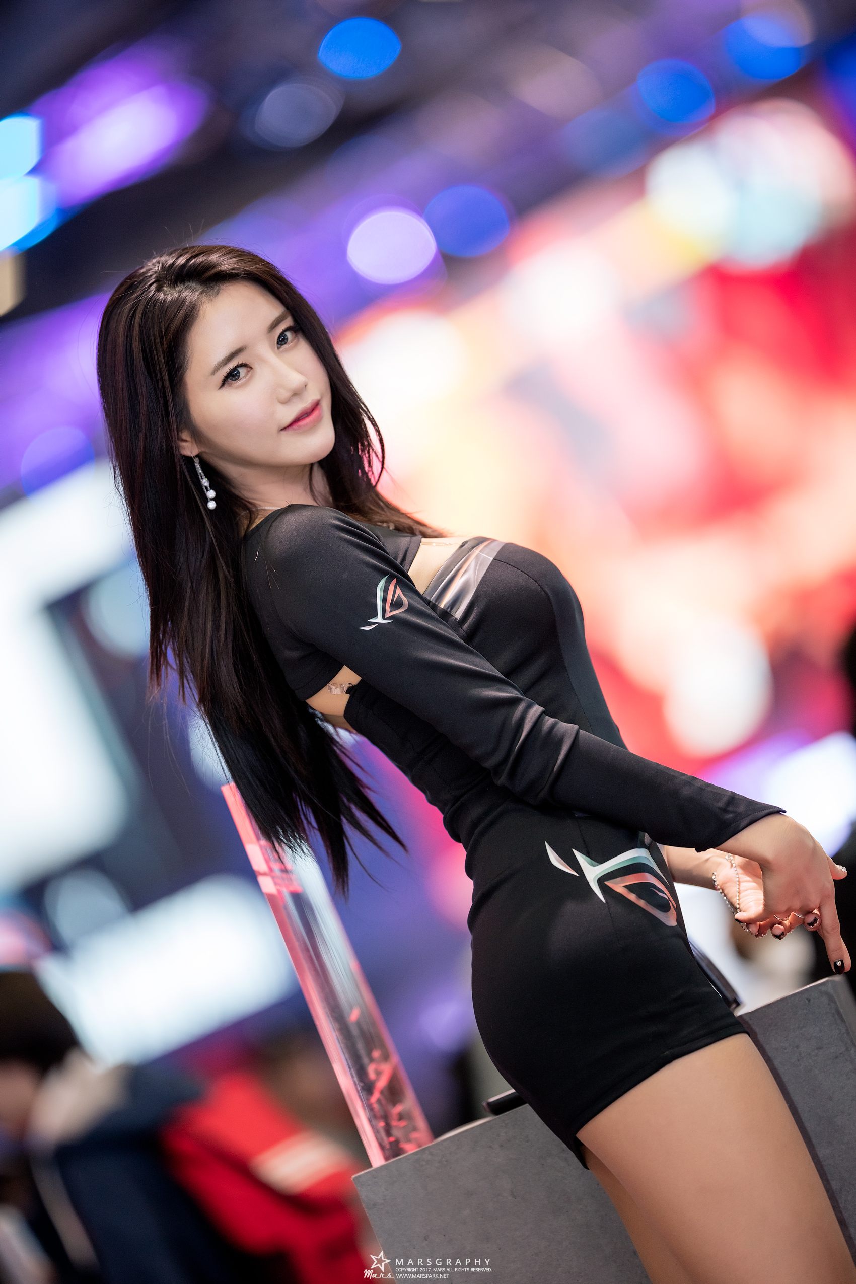 cool curved Korean model