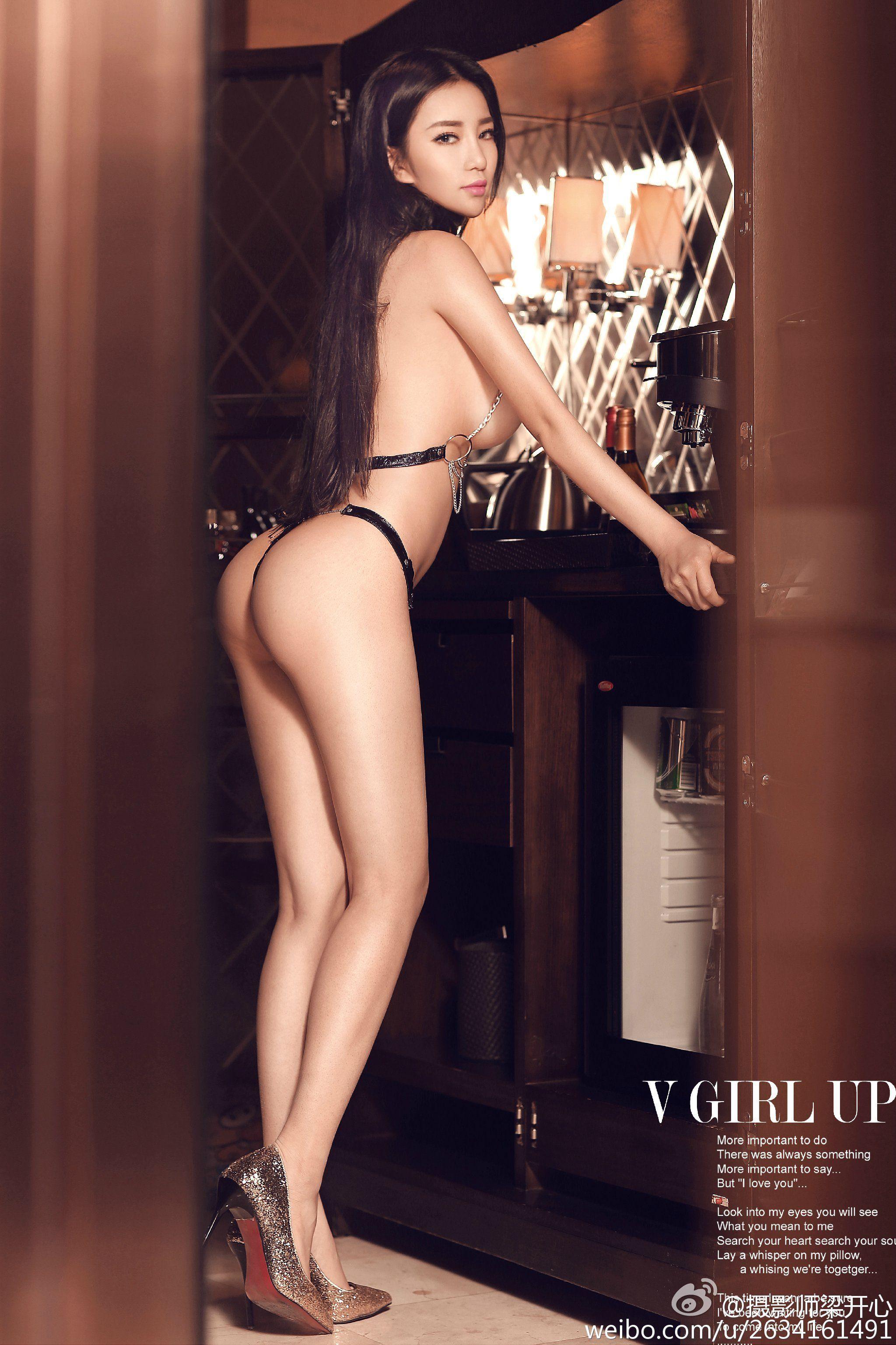 hot pose Chinese girl